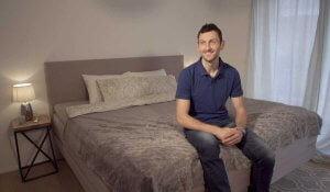 Jakov Fak spi na postelji BoxSpring z ležiščem Leticia